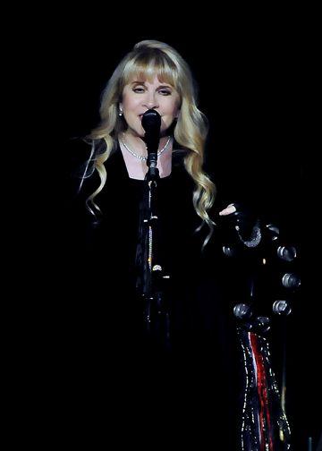Fleetwood Mac: Chain ... keeps them together